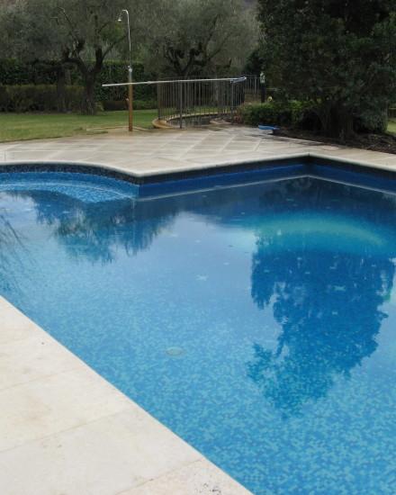 Realizzazione di piscina esterna